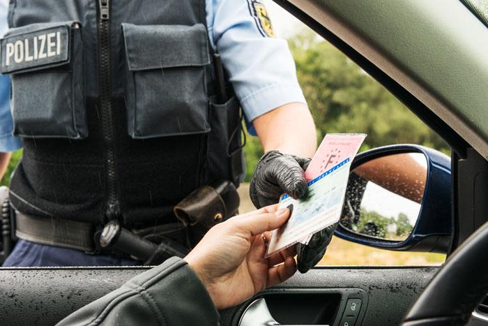 Polizei   Ausweiskontrolle